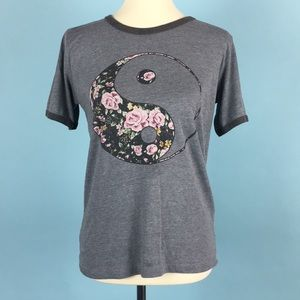 💰 PacSun Floral Yin & Yang T-Shirt